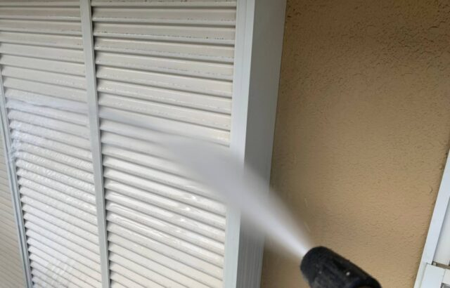 シャッタの高圧洗浄の画像